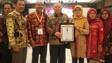 Photo of Bupati Tanjabbar Raih Penghargaan Koperasi dan UKM