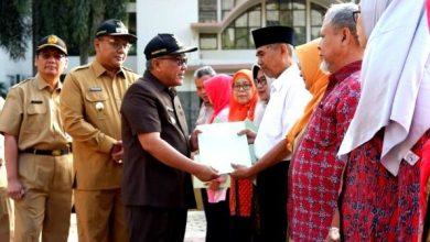 Photo of Pemkot Depok Memberikan Apresiasi Kepada Guru Purnabakti yang Bertugas Dilingkungan Pemkot Depok